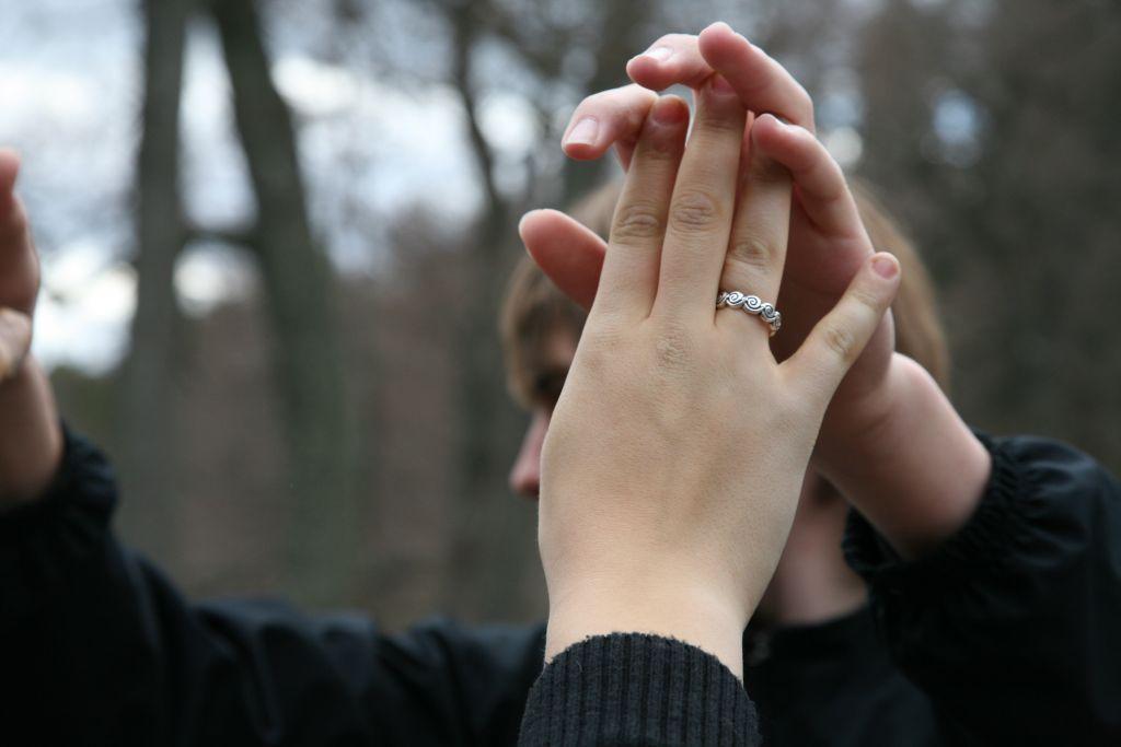 Rukous, yhteen liitetyt kohotetut kädet