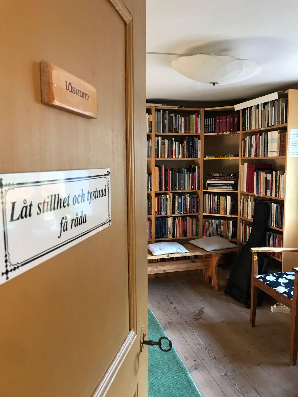Ovi auki kirjastohuoneeseen