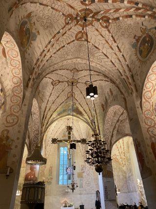Lohjan kirkon krusifiksi ja holvi