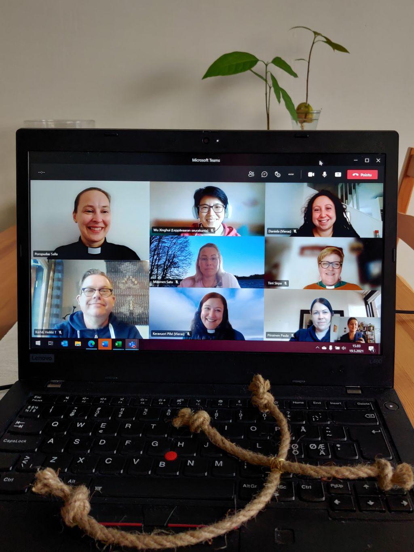 kuva verkkokokouksesat, jossa useita kasvoja tietokoneen ruudulla