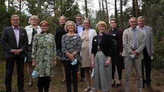 Espoon hiippakunnan kirkolliskokousedustajat ja piispa Kaisamari Hintikka yhteiskuvassa